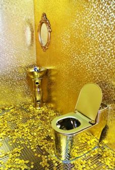 金色马桶卫生间